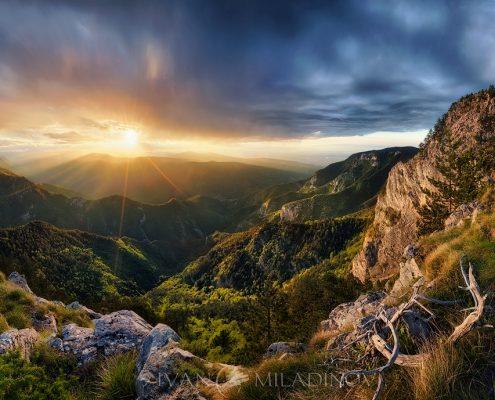 chervenata-stena-sunset_1498208710_1200